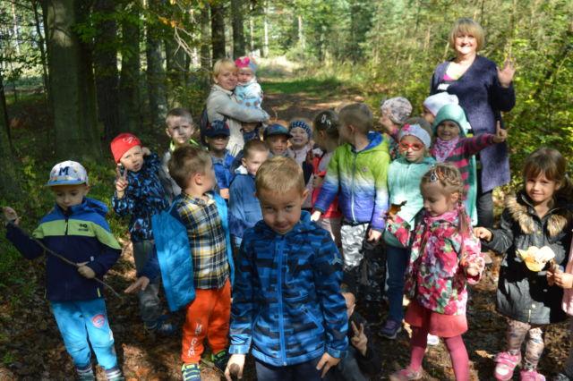 Spacer do lasu w poszukiwaniu darów jesieni